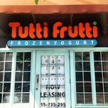 Photo taken at Tutti Frutti & Small Oven Bakery by Jo on 6/16/2012