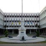 Photo taken at โรงเรียนรักษาดินแดน (Territorial Defense School) by Pissawat U. on 4/19/2012