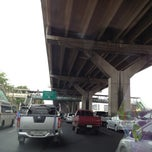 Photo taken at ถนนวิภาวดีรังสิต (Vibhavadi Rangsit Road) by Por_august P. on 4/6/2012