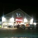 Photo taken at Wawa Food Market #8013 by John Cecil P. on 12/5/2011