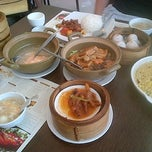 Photo taken at Yang Chow Dimsum & Teahouse by Ian Felix A. on 8/9/2012