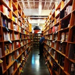 Photo taken at Powell's City of Books by Yuna 🇰🇷 P. on 9/3/2012
