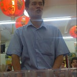 Photo taken at Restoran Makanan Laut Kiong Kee by Mahendaran S. on 6/13/2011