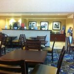 Photo taken at Hampton Inn Syracuse Clay by Jesus G. on 5/4/2012