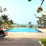 Photo taken at Lawana Escape (Lawana Beach Resort) by RuNG on 3/6/2011