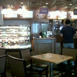 Photo taken at The Coffee Bean & Tea Leaf by Dian K. on 10/6/2011