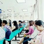 รูปภาพถ่ายที่ สำนักงานประกันสังคม จังหวัดปทุมธานี โดย อี๊ด อาร์มี่ ย. เมื่อ 9/15/2011