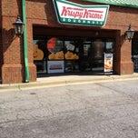 Photo taken at Krispy Kreme Doughnuts by Concheta on 10/31/2011