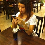 Photo taken at Honey Bear Cafe Kepong by Wong L. on 8/17/2011