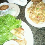 Photo taken at Hollywood Vietnamese Restaurant by Caramels' D. on 7/22/2012