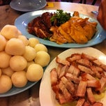 Photo taken at Famosa Chicken Rice Ball (古城鸡饭粒) by Max M. on 5/1/2012