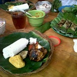 Photo taken at Nasi Timbel Saung Merak 15 by Iin K. on 9/18/2011