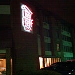 Photo taken at Red Roof Inn by Russ H. on 11/16/2011