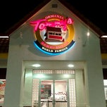 Photo taken at Original Tommy's Hamburgers by Joseph G. on 1/22/2012