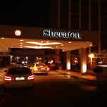 Photo taken at Sheraton Frankfurt Congress Hotel by Butti on 12/7/2011