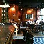 Photo taken at B & B Winepub (Burger & Barrel) by Keren T. on 5/29/2011