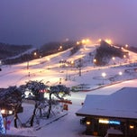 Photo taken at 알펜시아 리조트 스키장 / Alpensia Resort Ski Area by HJ D. on 1/21/2012