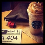 Photo taken at Starbucks (สตาร์บัคส์) by Tanyaluk T. on 11/15/2011