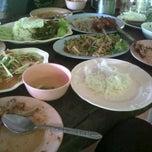Photo taken at ไก่ย่างบ้านพรุ by JeJah H. on 10/23/2011
