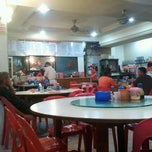 Photo taken at Hao Wei Restaurant by aizat asyraf s. on 6/18/2012