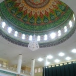 Photo taken at Masjid Agung Al-Makmur Lampriet by Aris W. on 8/10/2012