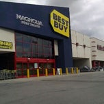 Photo taken at Best Buy by Oliver N. on 11/24/2011