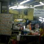 Photo taken at ร้านเจ๊เลี๊ยบปูดอง by Suwannee Y. on 1/7/2012