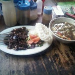 Photo taken at Mie Kocok Bandung Sobur Jaya by doddy s. on 3/7/2012