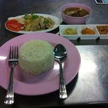 Photo taken at Favorite Dish by Pong L. on 10/26/2011