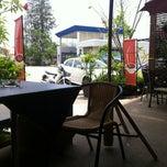 Photo taken at บ้านเฉลียง (Bann Chaliang) by Pisarn K. on 4/29/2012