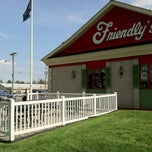 Photo taken at Friendly's Restaurant by Paul T. on 4/20/2012
