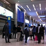 Photo taken at 인천국제공항 입국장 B (ICN Airport Arrival Exit B) by dannie on 4/24/2012