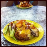 Photo taken at Nasi Lemak Royale by Mohamad Hilmi O. on 5/26/2012