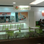 Photo taken at Yogoberry Original by Henrique V. on 6/23/2012
