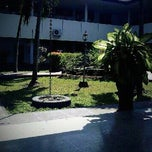 Photo taken at Universitas Hang Tuah by Rahadiyan Kelviandi S. on 6/27/2012