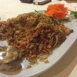 Photo taken at Restaurante Zhen Wei by La Rubia T. on 6/28/2012
