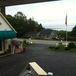 Photo taken at Mount Battie Motel by Jose on 8/11/2012