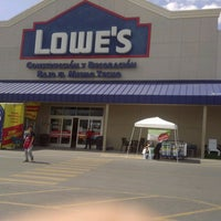 Photo taken at Lowe's Home Improvement by Chuy on 7/29/2012