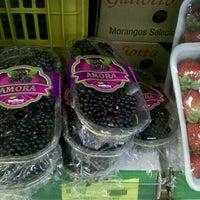 Photo taken at Ki-Frutas by Paula A. on 2/25/2012