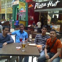 Photo taken at Pizza Hut by Idit s. on 2/26/2012