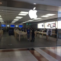 Photo taken at Apple Oriocenter by Giovanni G. on 6/7/2012