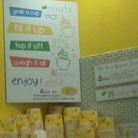 Photo taken at Moonberries Frozen Yogurt by Johnathan L. on 6/11/2012