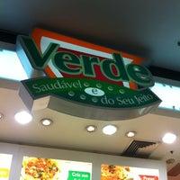 Photo taken at Verde Saladas e Sucos by Matheus on 8/7/2012