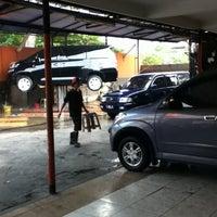 Photo taken at Jet Wash Auto Detailing by Asrizal Pratama Putra on 10/21/2011