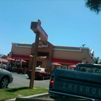 Photo taken at Taco Bell by Josue E. on 7/22/2011