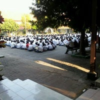 Photo taken at SMA Negeri 2 Surabaya by Sugeng K. on 9/27/2011