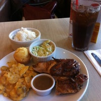 Photo taken at Kenny Rogers Roasters by Patrick M. on 5/2/2011