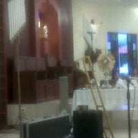Photo taken at Iglesia La Resurrección by Frantico R. on 9/15/2011
