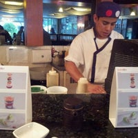 Photo taken at Sushi Itto by Fabiola Z. on 1/7/2012