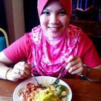 Photo taken at Restoran Anjung by Azwan H. on 1/29/2012